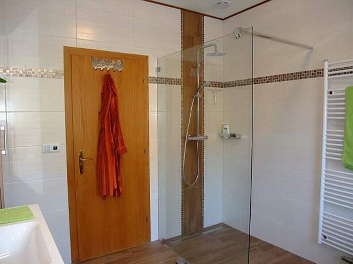 badgestaltung mit fliesen und putz das beste aus. Black Bedroom Furniture Sets. Home Design Ideas